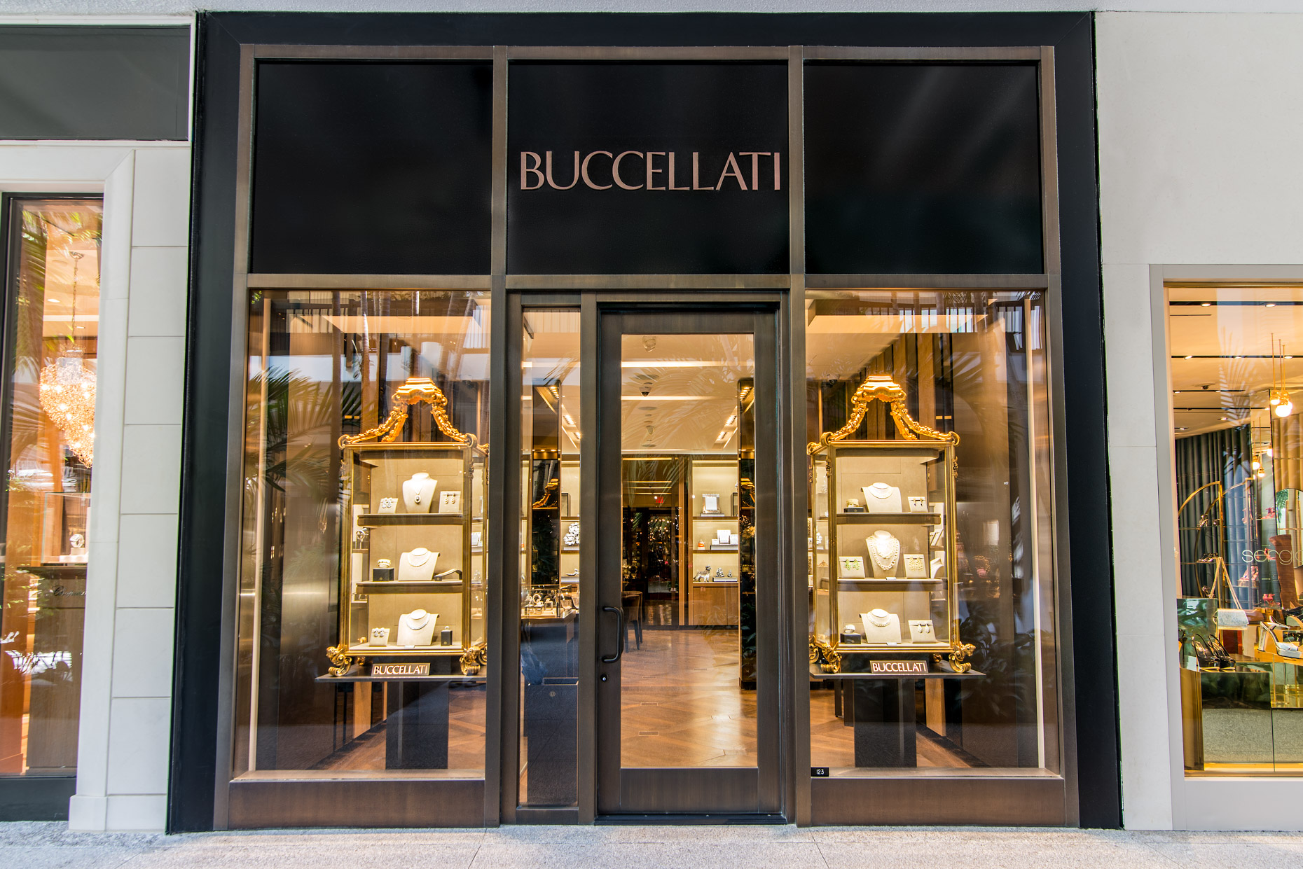 Buccellati - High end retail storefront photography - Miami - Jewelry