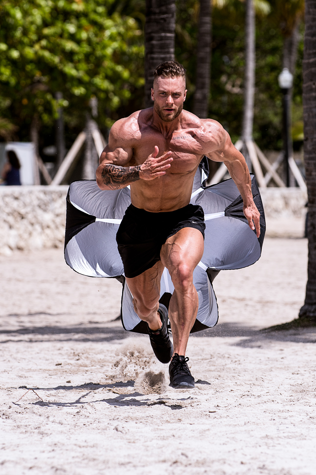 MHPNutrition-Chrisbumstead-BodybuildingchampionBrandAmbassador-Sportssupplementcampaign-BattleRopes-Parachutesprint